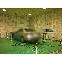 F型吸音体タイプの無響室の写真