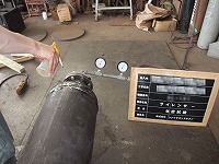 圧力計を含む耐圧・気密試験の様子