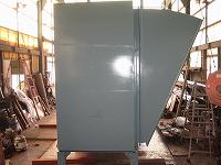 燃焼ブロワー吸込消音器の側面