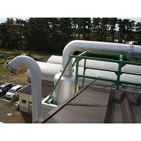 ガスエンジン排気サイレンサの出口フランジに接続された配管